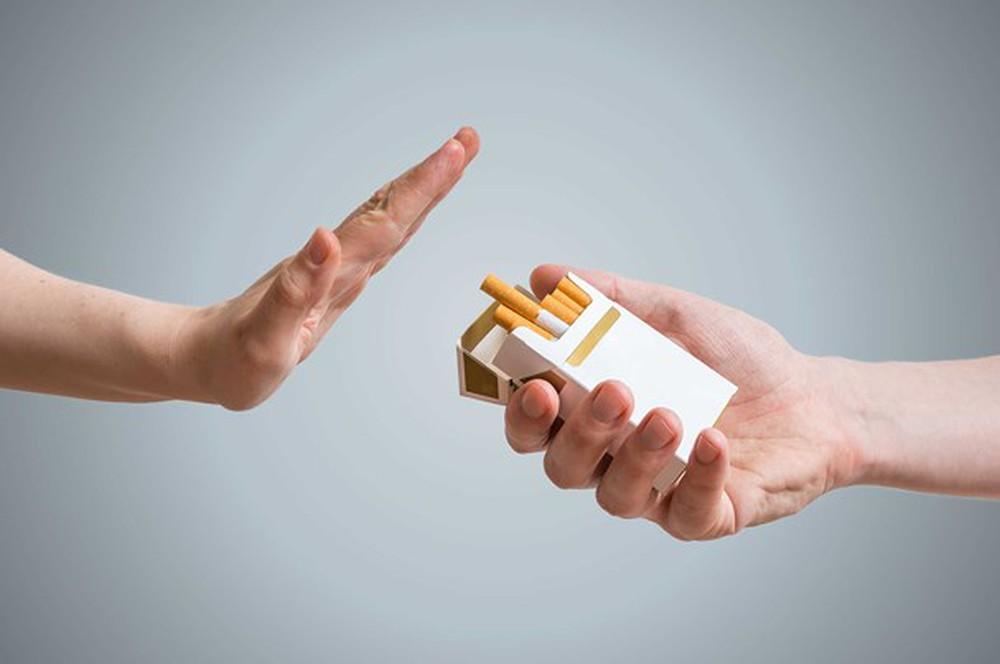 kiêng thuốc lá trước khi bơm tinh trùng