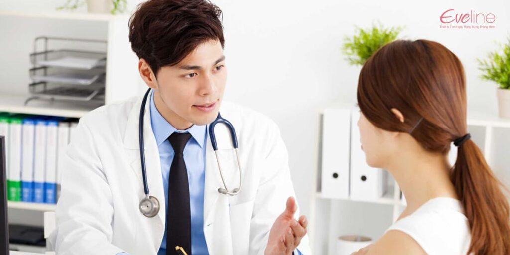 Chị em hãy gặp bác sĩ chuyên khoa để được thăm khám